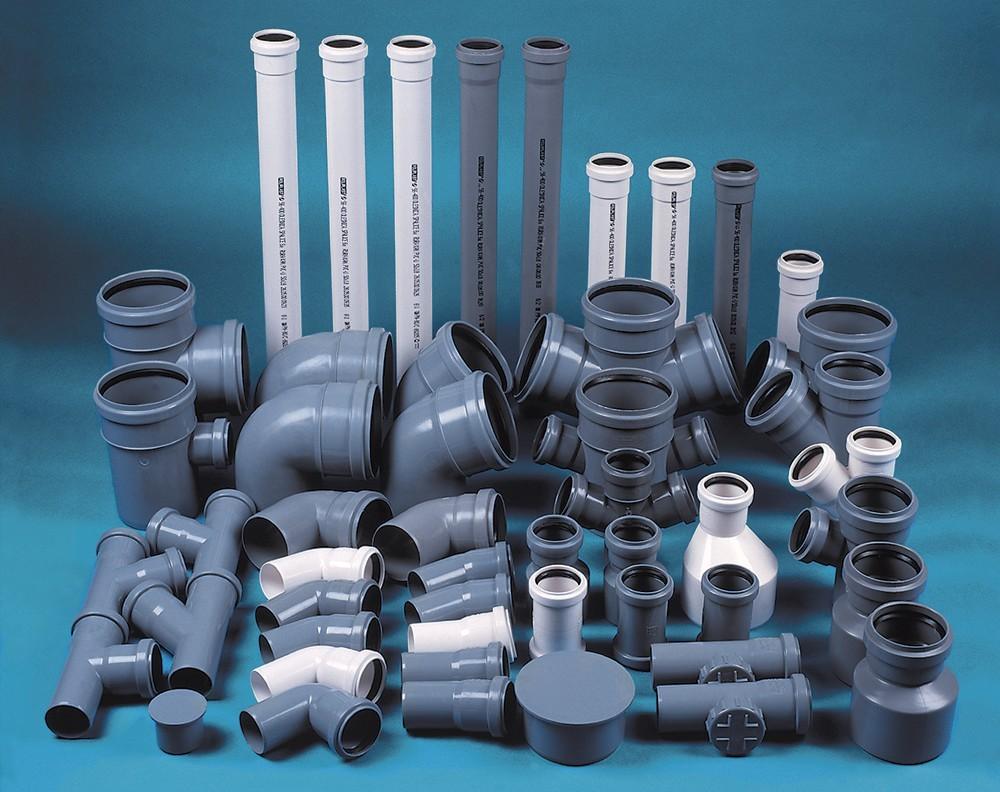 пластиковые канализационные трубы и фитинги разного диаметра